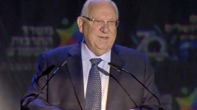 الرئيس رؤوفن رفلين يتحدث خلال الاحتفال الرسمي بمناسبة يوم القدس في تلة الذخيرة في القدس، 13 مايو 2018 (Screen capture: Ynet)