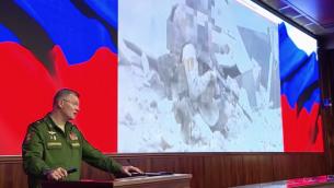 الناطق باسم وزارة الدفاع الروسي الميجر جنرال إيغور كوناشينكوف خلال مؤتمر صحفي حول إسقاط طائرة 'إيل-20' العسكرية السورية فوق الأراضي السورية، في 23 سبتمبر، 2018.  (Screen capture: Russia Today)