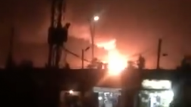 انفجار ناتج عن فارة إسرائيلية مزعومة في مطار المزة العسكرية بالقرب من العاصمة السورية دمشق، 2 سبتمبر، 2018.  (Screen capture: Twitter)