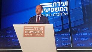 """رئيس بلدية القدس نير بركات يتحدث في مؤتمر تنظمه قناة """"حداشوت"""" الإخبارية، 3 سبتمبر، 2018.  (Hadashot news)"""
