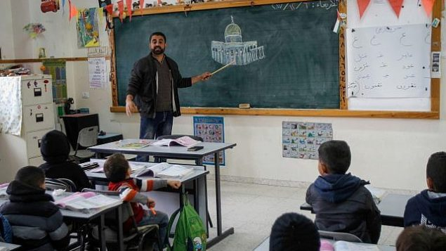 صف فلسطيني في مدرسة سالم في القدس الشرقية، 6 ديسمبر 2017 (Nasser Ishtayeh/Flash90)