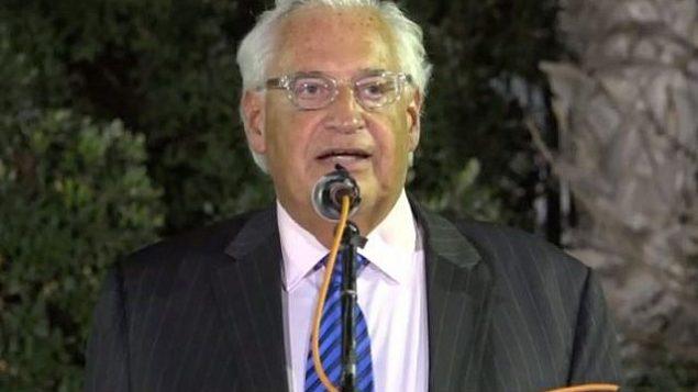 السفير الأمريكي ديفيد فريدمان يتحدث خلال حفل بمناسبة عيد رأس السنة العبرية، 4 سبتمبر، 2018. (Screencapture/US Embassy video)