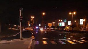 صبيان أصيبا بجروح بالغة الخطورة ومتوسطة بعد حادث اصطدام وهروب في جادة 'روكاح' في تل أبيب في الساعات الأولى من فجر الإثنين. (الناطق باسم الشرطة)
