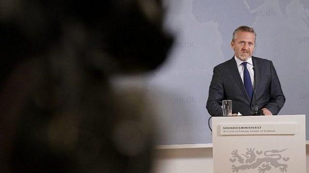 وزير الخارجية الدنماركي، أندرس سامويلسون، يعقد مؤتمرا صحفيا في كوبنهاغن، 30 أكتوبر، 2018.  (Martin Sylvest/Ritzau Scanpix/AFP)