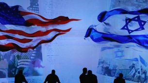 طاقم يحضر المسرح لرئيس الوزراء الاسرائيلي بنيامين نتنياهو خلال اجتماع لجنة الشؤون العامة الامريكية الاسرائيلية (ايباك) 2015 في 2 مارس 2015  واشنطن . (Mark Wilson/Getty Images/AFP)