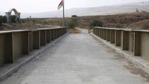 عبم الاردن عند جسر يصل بين اسرائيل والاردن في غور الاردن، بمنطقة الباقورة، او نهارايم بالعبرية، 22 اكتوبر 2018 (AP Photo/Ariel Schalit)