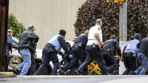 مشهد من إطلاق النار على عدة أشخاص ، يوم السبت ، 27 أكتوبر ، 2018 ، في مجمع شجرة الحياة في حي Squirrel Hill في بيتسبرغ حيث لقى 11 شخص مصرعهم في كنيس يهودي Alexandra Wimley/Pittsburgh Post-Gazette via AP