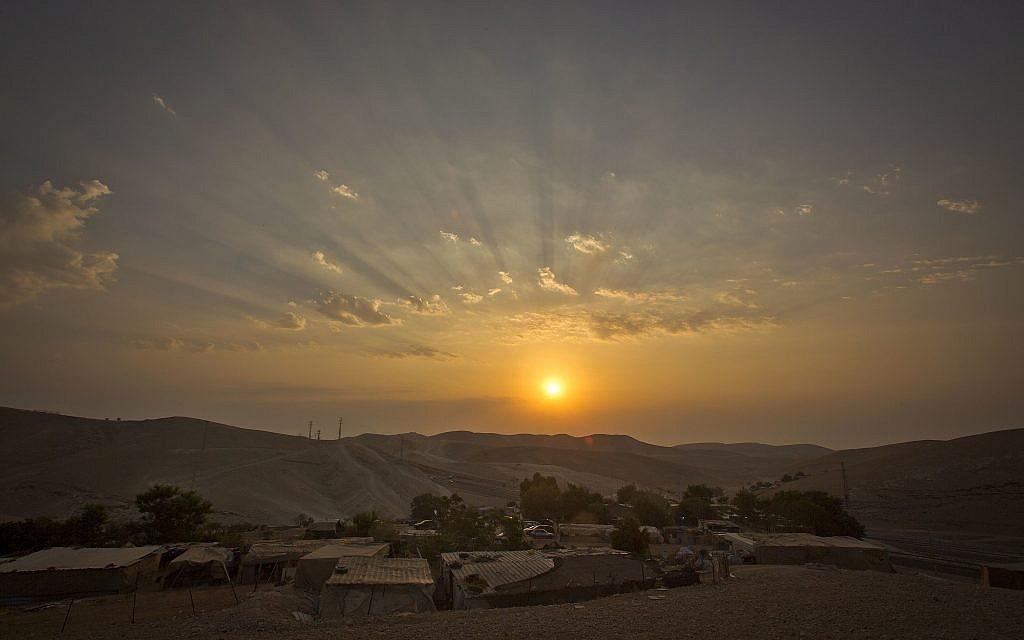 قرية الخان الأحمر في الضفة الغربية في صورة تم التقاطها في 13 سبتمبر، 2018.  (AP Photo/Majdi Mohammed)