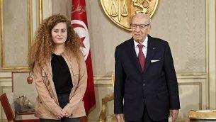 الرئيس التونسي الباجي قائد السبسي، من اليمين، يستقبل الناشطة الفلسطينية عهد التميمي في القصر الرئاسي، في قرطاج بالقرب من تونس العاصمة، 2 أكتوبر، 2018. (Hassene Dridi/AP)
