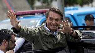 جاير بولسونارو، المرشح الرئاسي مع الحزب الاجتماعي الليبرالي، بعد الإدلاء بصوته في الإنتخابات الرئاسية في ريو دي جانيرة، البرازيل، 28 أكتوبر، 2018.  (AP Photo/Silvia izquierdo)