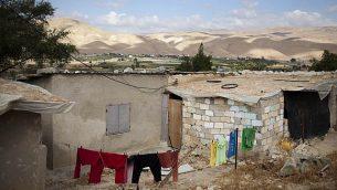 صورة توضيحية لبيت من الطين في قرية الجفتلك الفلسطينية في وادي الأردن. 23 مايو 2010. (Matanya Tausig/Flash90)