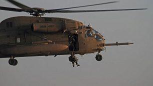 'وحدة 669' تحاكي عملية إنقاذ، 2010. (Ofer Zidon/Flash90)