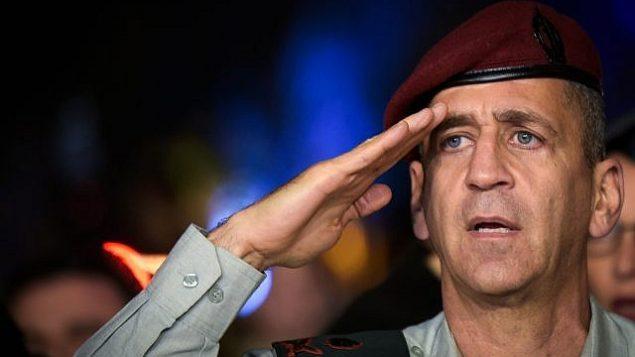 نائب رئيس أركان الجيش الإسرائيلي اللواء افيف كوخافي خلال احتفال في قاعدة هاكريا في تل أبيب، 3 نوفمبر / تشرين الثاني 2016. (Flash90)