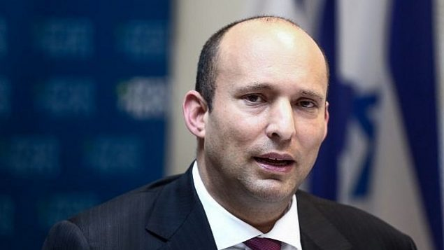 وزير التعليم نفتالي بينيت يقود اجتماع لحزبه البيت لليهودي في الكنيست في 12 مارس 2018. (Miriam Alster / Flash90)