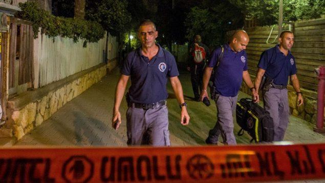 قوات الامن في موقع مقتل سيدة برصاص زوجها داخل منزلهما في نتانيا، 14 اكتوبر 2018 (Flash90)