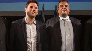 مرشحا رئاسة بلدية القدس عوفر بركوفيتش (من اليسار) وموشيه ليون، خلال مناظرة في 21 أكتوبر، قبل إنتخابات بلدية القدس في 30 أكتوبر، 2018. (Yonatan Sindel/Flash90)