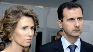 الرئيس السوري بشار الاسد وزوجته، اسماء الاسد، يوليو 2010 (AP/Hassene Dridi)