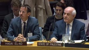 المدير التنفيذي لمنظمة 'بتسيلم'، حاغاي إلعاد، من اليسار، يجلس إلى جانب السفير الفلسطيين لدى الأمم المتحدة، رياض منصور، في جلسة لمجلس الأمن التابع للأمم المتحدة، 18 أكتوبر، 2018.  (Courtesy UN WebTv)