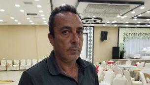 يعقوب الرابي، 52 سنة، في صالة في قرية بديا، في شمال الضفة الغربية، في 15 أكتوبر 2018. (Adam Rasgon/Times of Israel)