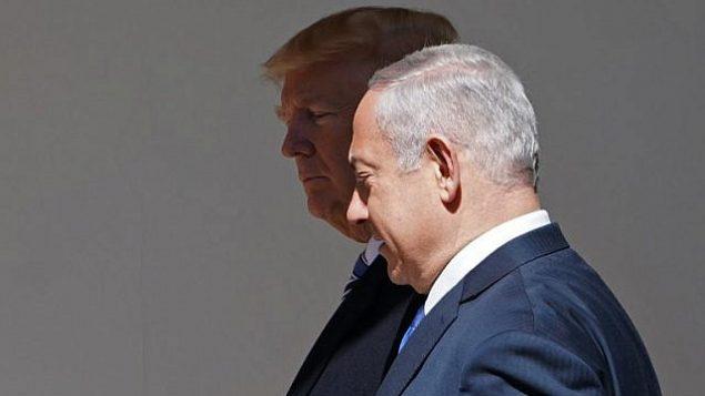 الرئيس الأمريكي دونالد ترامب ورئيس الوزراء بنيامين نتنياهو يتجهان إلى المكتب البيضاوي لعقد اجتماع في البيت الأبيض في 5 مارس ، 2018. (AFP Photo / Mandel Ngan)