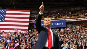 الرئيس الأميركي دونالد ترامب خلال تجمع انتخابي في تشاتانوغا بولاية تينيسي، 5 نوفمبر 2018 (NICHOLAS KAMM / AFP)