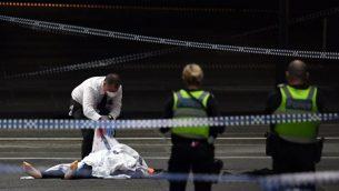 عناصر الشرطة تفحص ساحة هجوم طعن في ملبورن، استراليا، 9 نوفمبر 2018 (WILLIAM WEST / AFP)