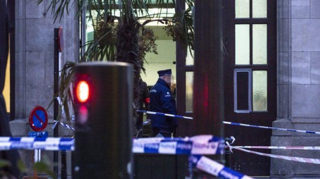 ساحة هجدوم طعن وقع امام مقر شرطة في بروكسل، 20 نوفمبر 2018 (HATIM KAGHAT / BELGA / AFP)