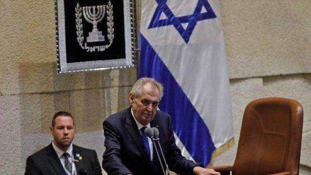 الرئيس التشيكي ميلوس زيمان يلقي كلمة أمام الكنيست في القدس، 26 نوفمبر، 2018.  (AFP/Menahem Kahana)