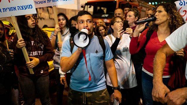 سكان جنوب اسرائيل يتظاهرون احتجاجا على نقص الامن للبلدات في جنوب البلاد، 15 نوفمبر 2018 (Luke Tress/Times of Israel)