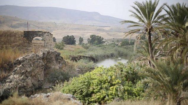 نهر الاردن كما يظهر من منطقة نهارايم، والتي تُعرف بالباقورة باللغة العربية، في شمال إسرائيل، 22 أكتوبر، 2018. (AP Photo/Ariel Schalit)