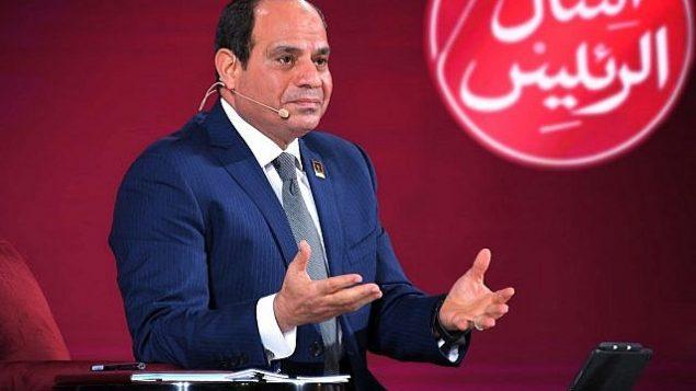 """في هذه الصورة التي قدمتها وكالة الأنباء المصرية """"مينا"""" (الشرق الأوسط وشمال أفريقيا)، الرئيس المصري عبد الفتاح السيسي يتحدث خلال مؤتمر للشباب في القاهرة، مصر، 29 يوليو، 2018. (MENA via AP)"""