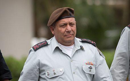 رئيس هيئة أركان الجيش الإسرائيلي، غادي آيزنكوت، في قاعدة 'غيلوت' العسكرية بالقرب من تل أبيب، 28 مارس، 2018.  (Miriam Alster/Flash90)