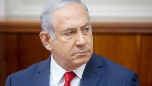 رئيس الوزراء بنيامين نتنياهو يحضر اجتماع مجلس الوزراء الأسبوعي في مكتب رئيس الوزراء في القدس في 16 سبتمبر 2018 (Marc Israel Sellem/POOL)