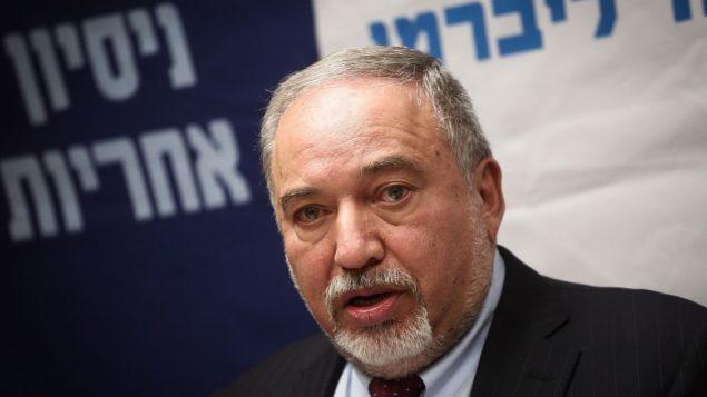 وزير الدفاع أفيغدور ليبرمان يترأس جلسة لحزب 'إسرائيل بيتنا' في الكنيست، 29 اكتوبر 2018 (Miriam Alster/Flash90)