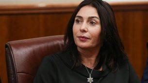 وزيرة الثقافة ميري ريغيف في مكتب رئيس الوزراء في القدس، 8 نوفمبر، 2018. (Alex Kolomoisky/Yedioth Ahronoth/ Pool/ Flash90)