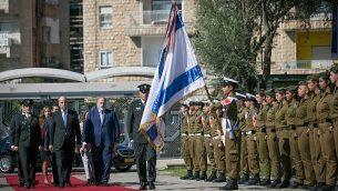 السفير الأردني الجديد لدى إسرائيل غسان المجالي خلال حفل لسفراء جدد في مقر الرئيس في القدس، 8 نوفمبر، 2018. (Yonatan Sindel/Flash90)