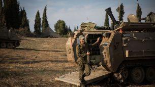 القوات الإسرائيلية تحتشد بالقرب من الحدود مع غزة في جنوب إسرائيل، 13 نوفمبر، 2018. (Hadas Parush/Flash90)
