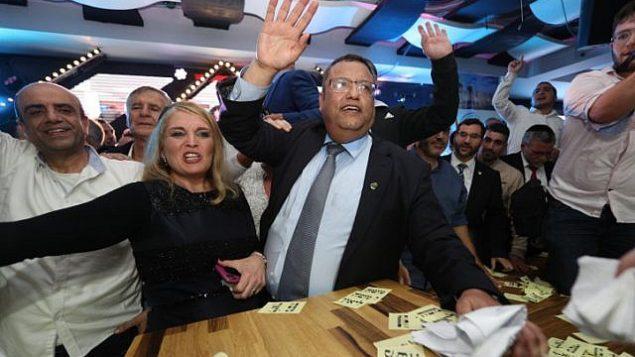 مناصرو المرشح لرئاسة بلدية القدس، موشيه ليون، بعد الإعلان عن النتائج الأولية لسباق رئاسة البلدية، 13 نوفمبر، 2018. (Yonatan Sindel/FLASH90)