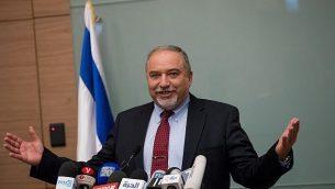 أفيغدور ليبرمان يعلن استقالته من منصب وزير الدفاع خلال مؤتمر صحفي عُقد في القدس، 14 نوفمبر، 2018.  (Yonatan Sindel/FLASH90)