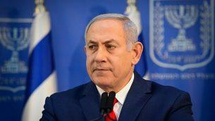 رئيس الوزراء بينيامين نتنياهو يتحدث خلال مؤتمر صحفي في وزارة الدفاع في تل أبيب، 18 نوفمبر، 2018.  (Tomer Neuberg/Flash90)