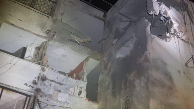 الاضرار لمبنى سكني في اشكلون اصيب بصاروخ اطلق من غزة، 13 نوفمبر 2018 (United Hatzalah)