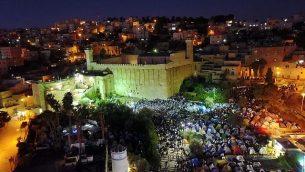 عشرات آلاف المصلين اليهود في 'قبر البطاركة' في مدينة الخليل في الضفة الغربية، 3 نوفمبر، 2018. (شرطة إسرائيل)