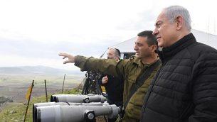 رئيس الوزراء بنيامين نتنياهو يقود جولة لمجلس الوزراء الأمني في منشآت الجيش الإسرائيلي في هضبة الجولان، 6 فبراير 2018. (Kobi Gideon/GPO)