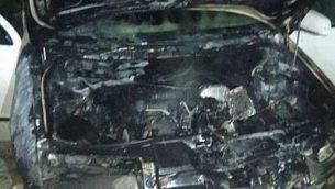 مركبة تم حرقها في ما يبدو كهجوم حرق متعمد في قرية عوريف في شمال الضفة الغربية، 14 نوفمبر، 2018. (شرطة إسرائيل)