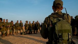 جنود من لواء كفير يحاكون حربا ضد حركة حماس في قطاع غزة، في نوفمبر 2018. (Israel Defense Forces)