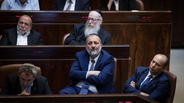 رئيس حزب شاس ووزير الداخلية ارييه درعي في الكنيست بالقدس، 19 نومفبر 2018 (Hadas Parush/Flash90)