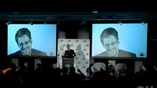 إدوارد سنودن يتحدث لصحافيين وصيوف مدعوين في حدث في تل أبيب نظمته وكالة 'أورنشتاين حوشن' للعلاقات العامة. (Courtesy)