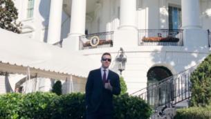 باتريك كيسي، قائد حركة 'آيدنتيتي إيفروبا' المعادية للنازية وتؤمن بتفوق الجنس الأبيض، في البيت الأبيض، 7 نوفمبر، 2018.  (Twitter via JTA)