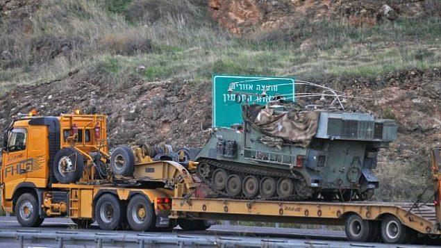 نقل ناقلة جنود مدرعة ومركر قيادة باتجاه الحدود مع لبنان، 4 ديسمبر، 2018. (JALAA MAREY / AFP)