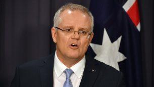 في هذه الصورة من الأرشيف التي تم التقاطها في 24 أغسطس، 2018 يظهر رئيس وزراء أستراليا القادم، سكوت موريسون، وهو يتحدث في مؤتمر صحفي في كانبرا. ( SAEED KHAN / AFP)